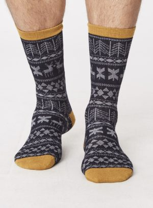 spm277-noel-bamboo-christmas-socks-navy-front-close-both-feet-spm277greymarle