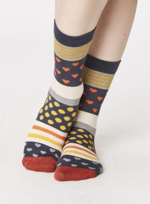 spw258-juliet-heart-bamboo-socks-charcoal-front-close-both-feet-spw258lichen