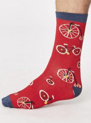 spm269-cycle-bike-bamboo-socks-crimson-side-one-foot_1