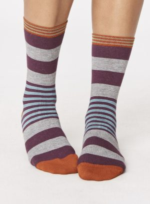 spw238-irena-stripey-bamboo-socks-heather-front-close-both-feet-spw238pewter