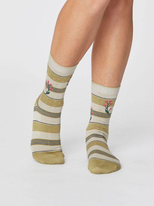 damske zelene ponozky s prouzky a kvetinami thought 2
