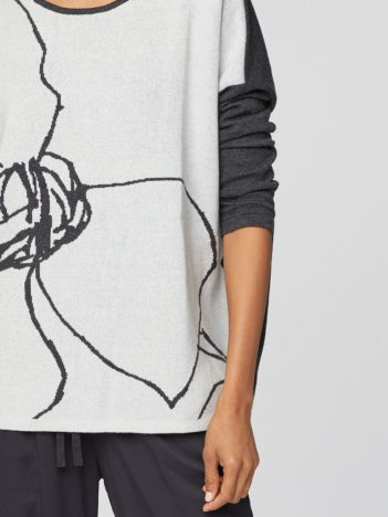 WST4000 STONE WHITE flower sketch organic cotton knit top 6.jpg