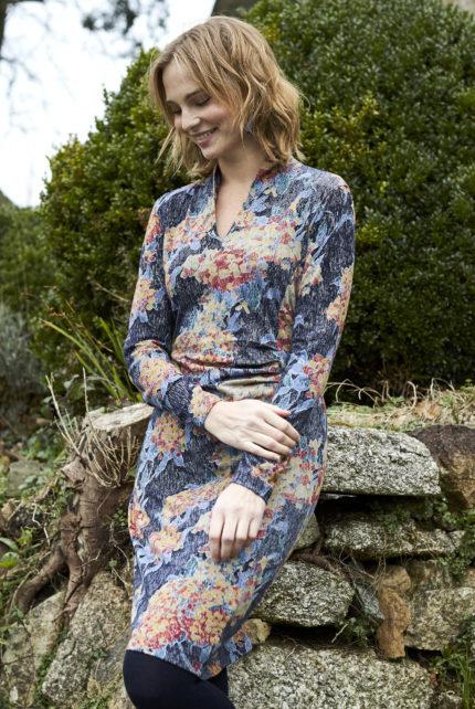 Nomads Řasené šaty hydrangea modré