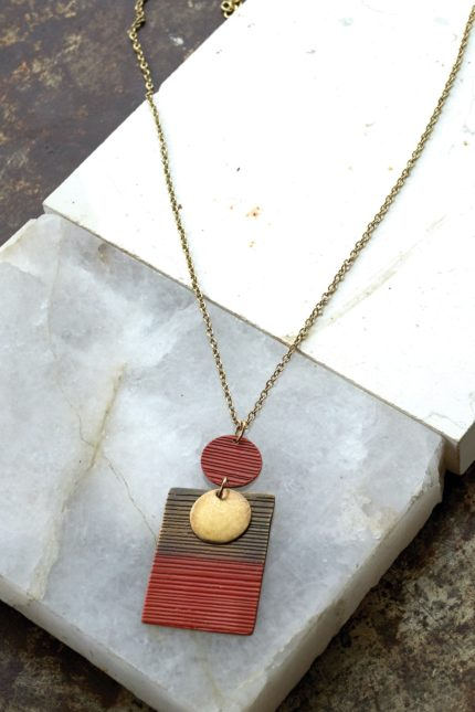 Nomads náhrdelník orrisa