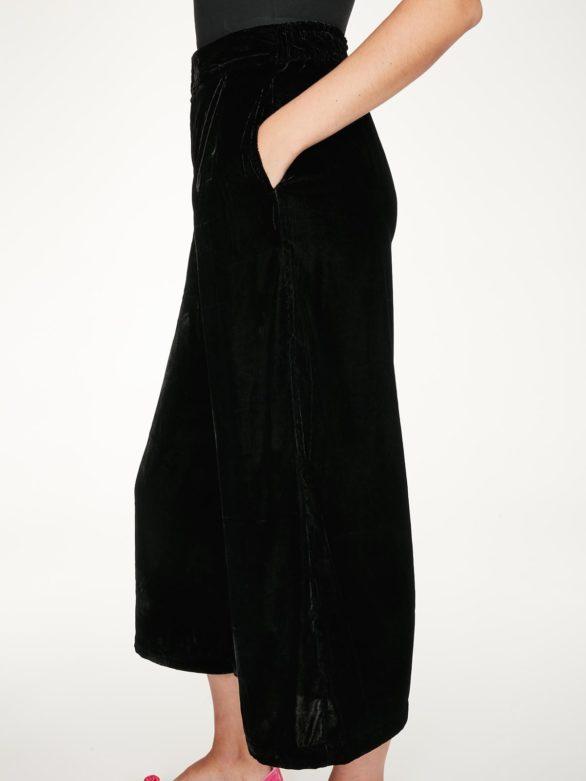 Thought samotové kalhoty veronica černé